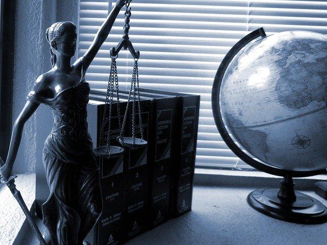becas para estudiar derecho