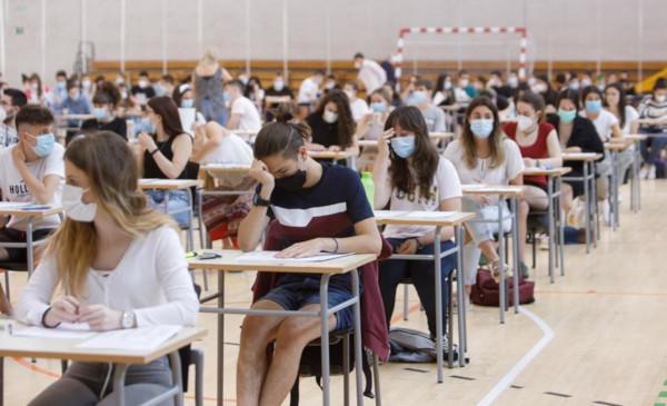 universitarias sin necesidad de selectividad-1